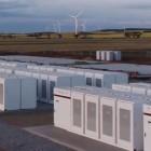 Erneuerbare Energien: Energieunternehmen verdient gut mit Teslas Netzspeicher