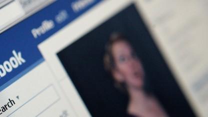 Nutzer müssen sich künftig bei Facebook möglicherweise häufiger mit eigenen Fotos identifizieren.