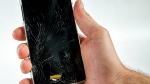 Wer sein Telefon nicht ständig fallen lässt, braucht eigentlich keine spezielle Versicherung.