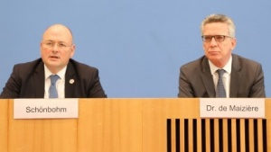 BSI-Chef Schönbohm (l.) und Bundesinnenminister de Maizière bei der Vorstellung des BSI-Lageberichts.