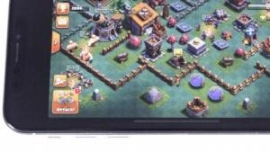 Dass das Display nicht komplett ausgenutzt wird, fällt beim iPhone X nicht auf.