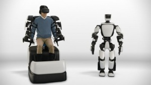Humanoider Roboter T-HR3: Force Feedback und Head Mounted Display