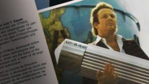 Lutz Kayser mit einem Modell der OTRAG Rakete