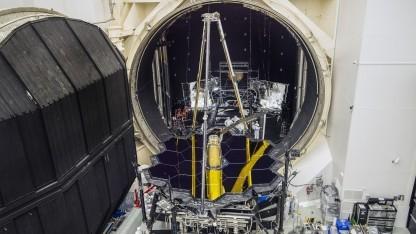 JWST kommt aus der Kältekammer: erstmals die Optik und Instrumente des Teleskops zusammen getestet