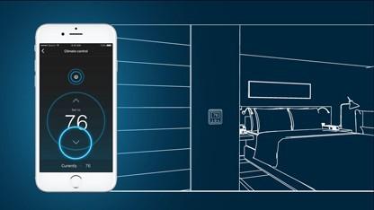 Die App steuert Elemente des Zimmers.