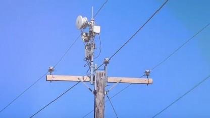 Airgig auf dem Mast von AT&T