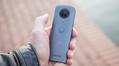 360-Grad-Kamera Ricoh Theta V: Fehler und Fortschritte beim Stitching