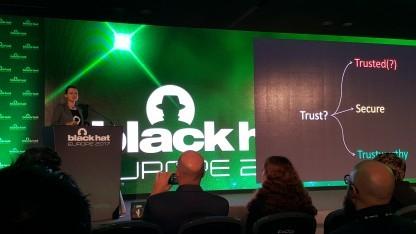 Joanna Rutkowska stellt auf der Black Hat Europe das Qubes-Konzept vor.