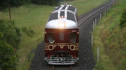 Solarzug der Byron Bay Railroad Company: Bahnhof mit Solaranlage