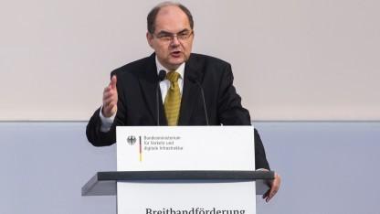 Bundesminister Christian Schmidt bei der Bekanntgabe der Förderbescheide