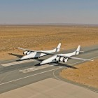 Stratolaunch Systems Corporation: Stratolaunch Carrier absolviert ersten Taxitest