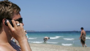 Urlauber mit Mobiltelefon