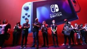 Warteschlangen am Stand von Nintendo Switch auf der E3 2017 in Los Angeles