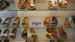 Birkenstock verdient am meisten über den Ladenverkauf.