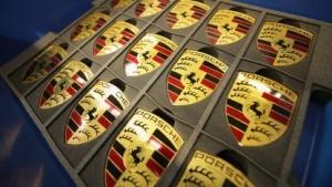 Die Belegschaft von Porsche muss Embleme tagsüber nachbestellen.