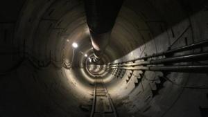 Tunnel von The Boring Company in Kalifornien: zwei Röhren unter der Route 295