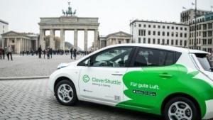 Ein Nissan Leaf von Clevershuttle in Berlin