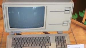 Der Apple Lisa mit zwei Diskettenlaufwerken