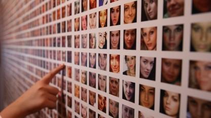 Ausstellung zum Thema Big Data mit Bildern aus Facebook, London 2016.