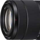 E-Bajonett: Sony bringt 18-135-mm-Objektiv für seine Systemkameras
