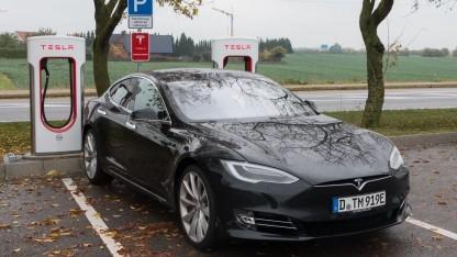 Elektroauto Tesla Model S: Tesla entschädigte Kläger.