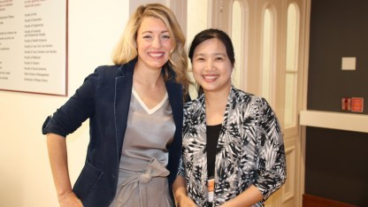 NCC-Chefin Chen-Ling Hung (rechts) besucht die kanadische Canadian Broadcasting Corporation