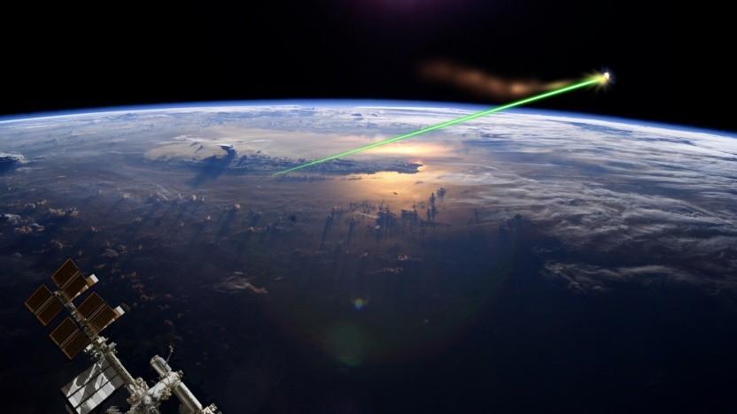 Weltraumschrott könnte mit Lasern aus der Umlaufbahn entfernt werden.