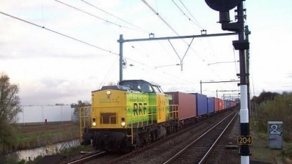 Güterzug von Rotterdam Rail Feeding: Der Zug fährt im halbautomatischen Betrieb.