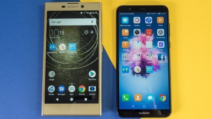 Links Sonys Xperia L2, rechts Huaweis P Smart