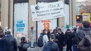 Attac-Aktion vor einem Apple-Store in Deutschland