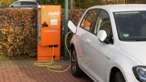 Das Laden von Elektroautos hat oft noch seine Tücken.