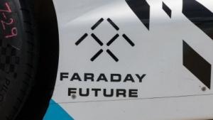 Logo von Faraday Future auf einem Formel-E-Rennwagen: gekündigt oder geschasst?