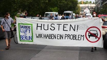 Proteste gegen Luftverschmutzung durch Autos in Berlin
