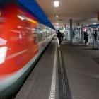 Lichtfaserbeton: Leuchtstreifen an der Bahnsteigkante sollen Einstiege zeigen