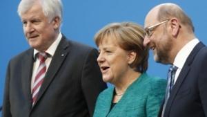 Angela Merkel (CDU), Martin Schulz (links, SPD) und Horst Seehofer (CSU) nach einem Statement zu den Koalitionsverhandlungen am 7. Februar 2018