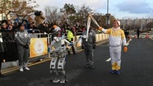 Roboter Hubo übernimmt beim olympischen Fackellauf: Nichtmenschliche Wesen tun Gutes.