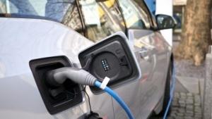 Elektoautos sollen umweltfreundlicher als Verbrenner sein.