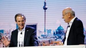 Bosch-Chef Volkmar Denner (l.) und Daimler-Chef Dieter Zetsche auf der Bosch Connected World