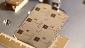 Microsoft baut auch Quantencomputer in Partnerschaft mit Bluefors.