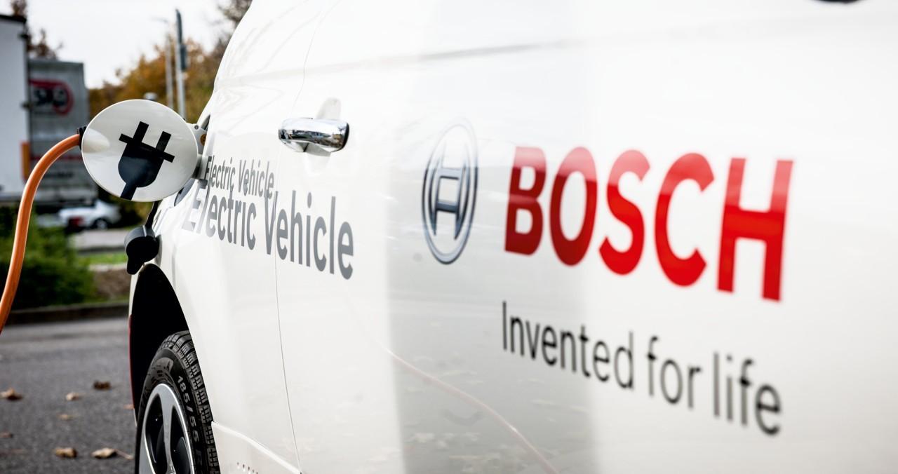 Bosch will auch künftig keine Akkuzellen für Elektroautos bauen.