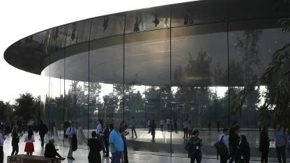 Apples neue Zentrale besteht vor allem aus Glaselementen.