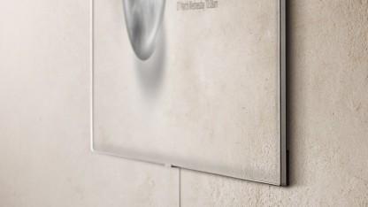 Ein kaum sichtbares Kabel reicht für den Fernseher an der Wand. Dies ist allerdings ein Q7F.