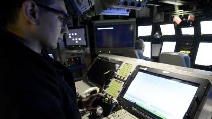 Leutnant Anthony Matus bedient Kameramast mit einem Xbox-Controller: Handelsübliche Hardware ist günstig.