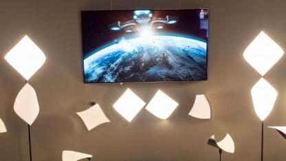 Vier der OLED-Leuchten arbeiten als Lautsprecher.