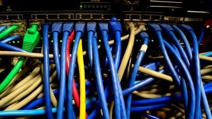 DNS übersetzt leicht verständliche Domainnamen in IP-Adressen.