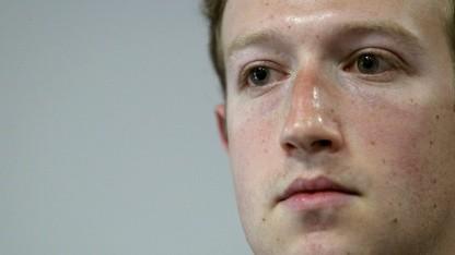 Mark Zuckerberg gibt den Welpen statt den Kettenhund.