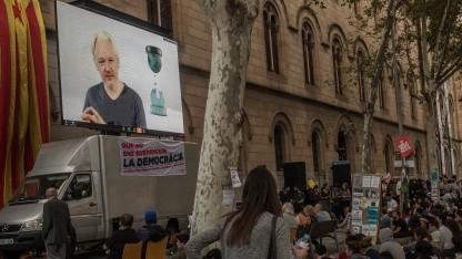 Julian Assange in einer Videodiskussion vor dem Unabhängigkeitvotum in Katalonien.