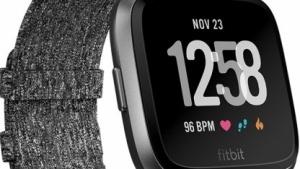 Die Special Edition der Fitbit Versa verfügt über ein Stoffband.