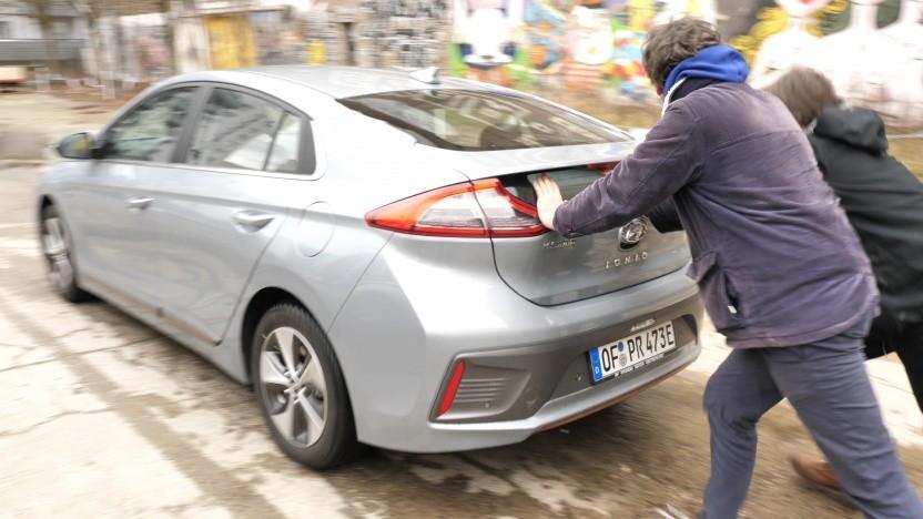 Nicht alle Elektroautos lassen sich so leicht anschieben.