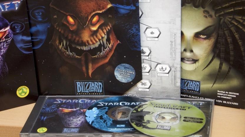 Die Pappschachteln und CDs des ersten Starcrafts.